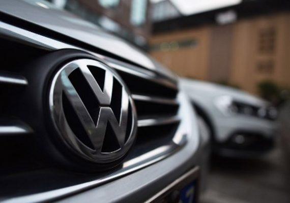 Fabricantes de automóviles alemanes son acusados de probar emisiones de gas con monos y humanos