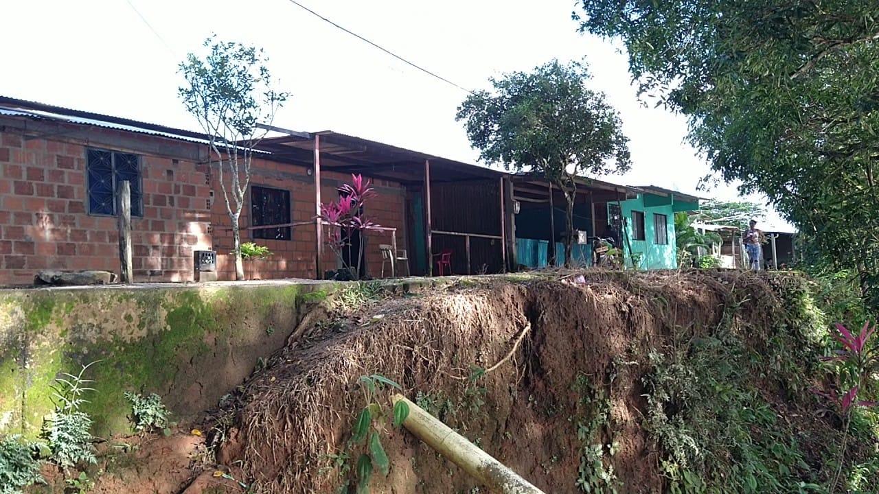 20 casas en riesgo por socavación del río Guaviare